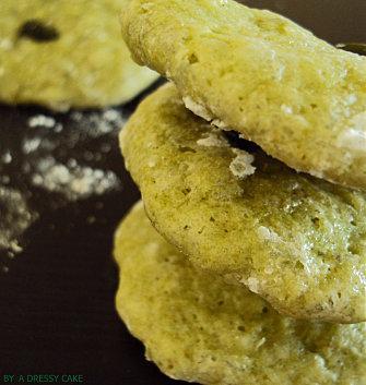 Petits fours verts à la spiruline et aux noix - recette Esprit Santé