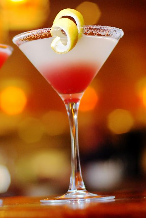 Givrer un verre à cocktail avec du sucre