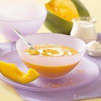 Dessert à la spiruline et à la mangue bio saupoudré au xylitol