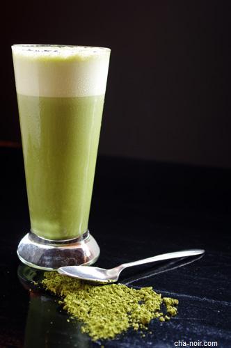 Boisson au lait d'amande bio et à la spiruline - recette esprit santé